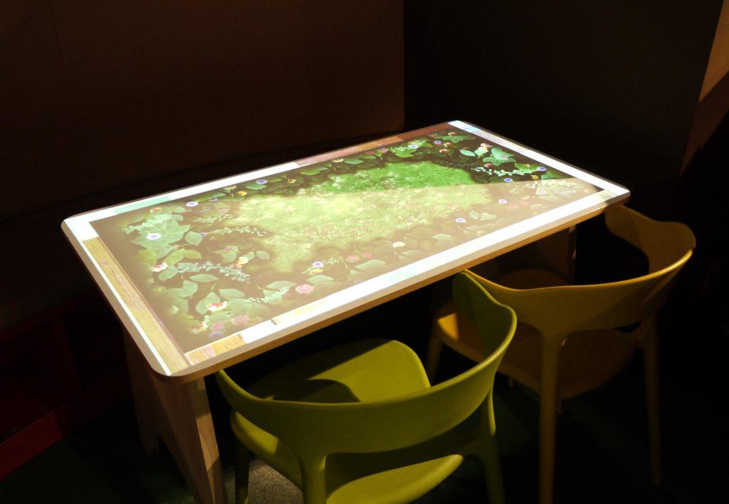 プロジェクションマッピングのテーブル